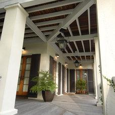 Tropical Porch by WaterMark Coastal Homes, LLC