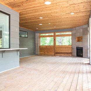 Ispirazione per un portico design dietro casa con un portico chiuso, pedane e un tetto a sbalzo