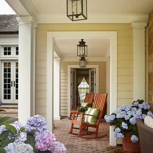 Inspiration för en vintage veranda, med marksten i tegel