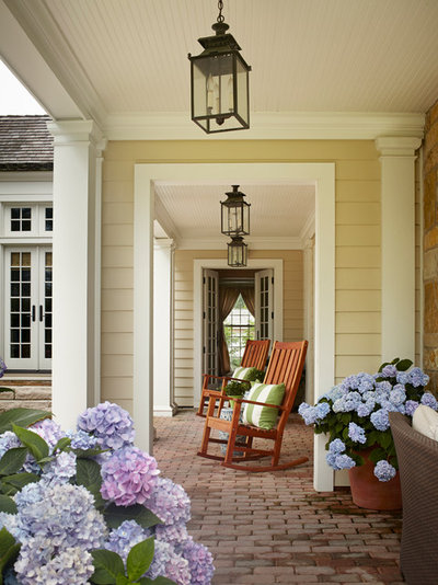 Traditional Porch by bba ARCHITECTS