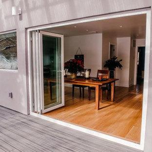 Idee per un portico american style di medie dimensioni e davanti casa con pedane