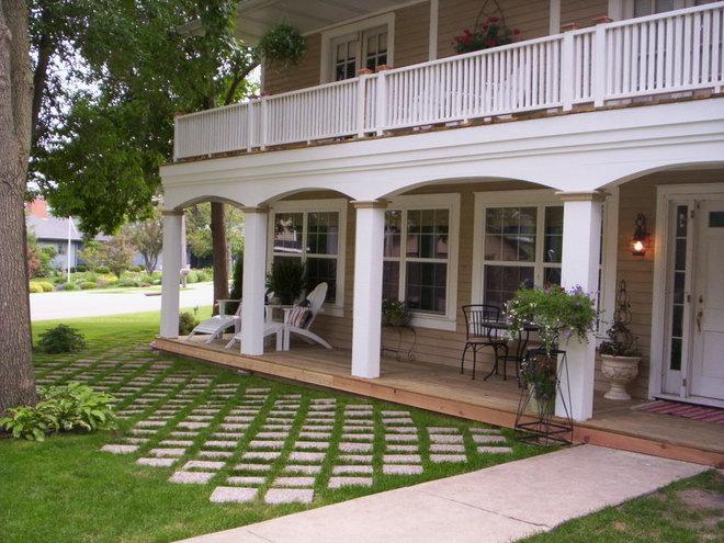 Traditional Porch by Peg Danhour  Naumann Advantech Property Services