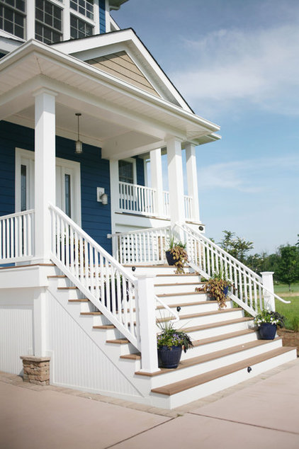 Traditional Porch by Echelon Custom Homes
