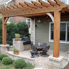 Traditional Porch by Vine Properties, LLC