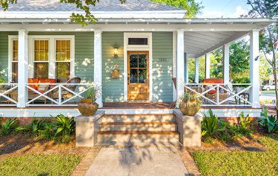 Porch of the Week: A Wraparound Goes From Unwelcoming to Irresistible