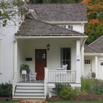 This is an example of a traditional porch design in Cleveland with a roof extension.