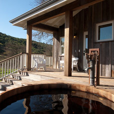 Farmhouse Porch by CahillStudio Sonoma