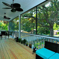 Tropical Porch by Lendry Homes