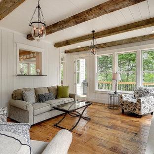 Inspiration för klassiska verandor på baksidan av huset, med en öppen spis, trädäck och takförlängning