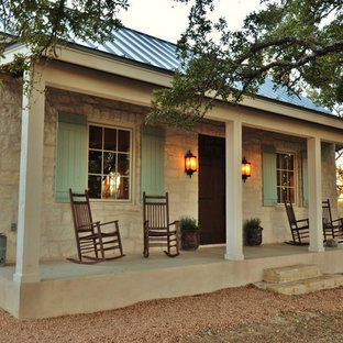 Cottage front porch photo in Austin