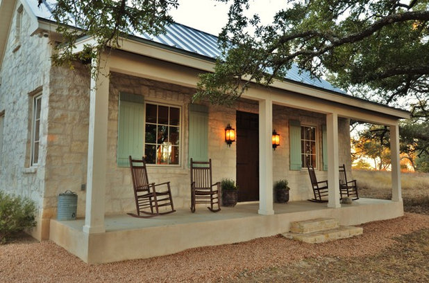 Farmhouse Porch by Bonterra Build | Design