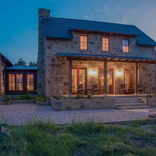 Foto di un portico stile rurale di medie dimensioni e davanti casa con una pergola