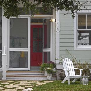 Esempio di un portico al mare di medie dimensioni e davanti casa con un portico chiuso e un tetto a sbalzo
