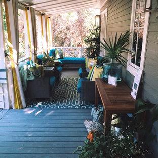 Großes, Überdachtes Eklektisches Veranda im Vorgarten mit Dielen in Miami