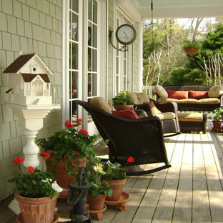 Inspiration for a timeless porch remodel in Wilmington with decking