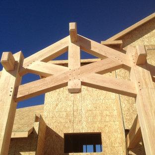 Ispirazione per un portico rustico di medie dimensioni e davanti casa con un tetto a sbalzo