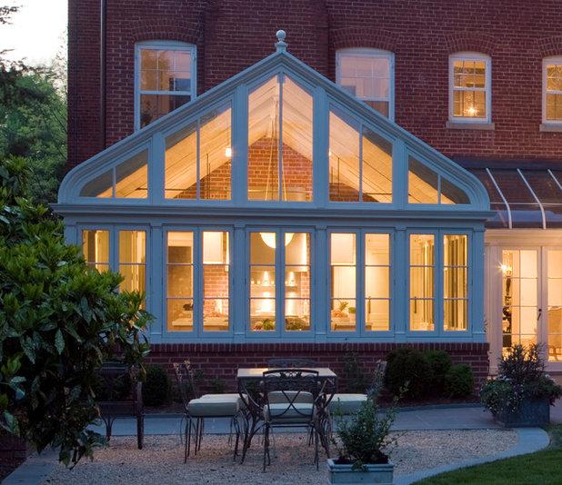 Klassisk Veranda by Jones & Boer Architects, Inc.