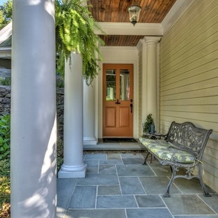 Imagen de terraza tradicional renovada, de tamaño medio, en patio delantero y anexo de casas, con huerto y adoquines de piedra natural