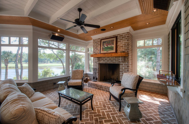 Traditional Porch by Camens Architectural Group, LLC