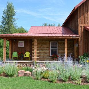 Idee per un portico stile rurale con pedane e un tetto a sbalzo