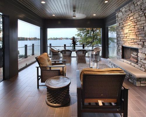Porche arrière avec un foyer extérieur : photos et idées déco de ...