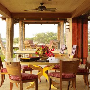 Foto di un portico tropicale con un tetto a sbalzo