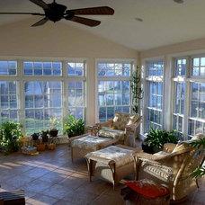 Tropical Porch by Hammerhead Custom Carpentry, LLC of Lancaster