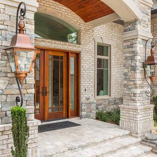 Idee per un grande portico tradizionale davanti casa