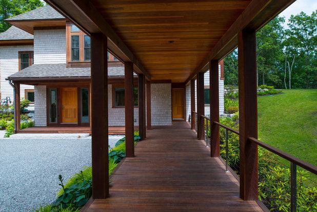Di transizione Portico by Sheldon Pennoyer Architects