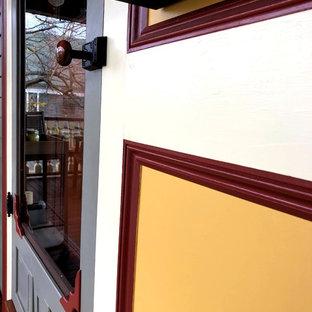 Esempio di un portico vittoriano davanti casa con un tetto a sbalzo