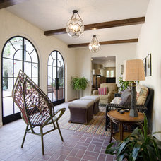 Eclectic Porch by Tommy Chambers Interiors, Inc.