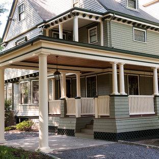 Foto di un ampio portico stile americano davanti casa