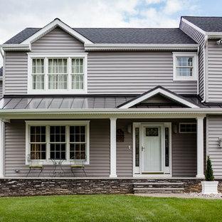 Imagen de terraza tradicional renovada, de tamaño medio, en patio delantero y anexo de casas, con suelo de hormigón estampado