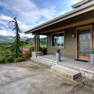 Modelo de terraza clásica renovada, en anexo de casas, con losas de hormigón