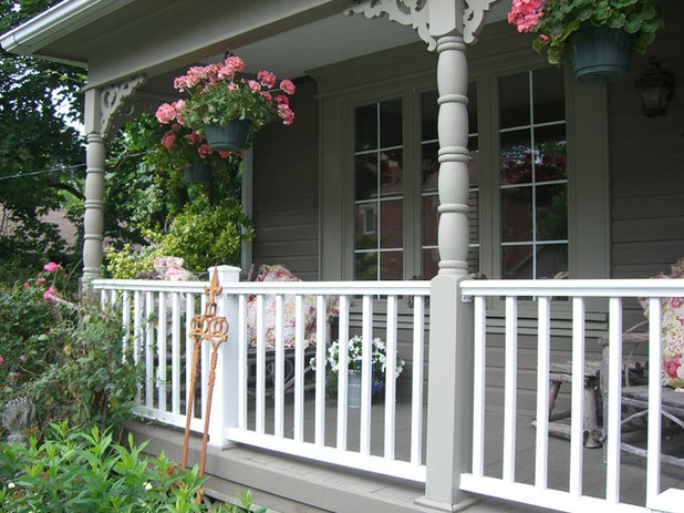 Shabby-chic Style Porch by HOPE DESIGNS