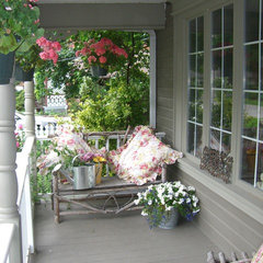traditional porch by HOPE DESIGNS