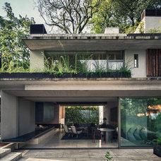 Modern Porch by Eduardo Hernandez Ch. Architect / CHK Arquitectura