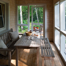 Traditional Porch by GO LOGIC