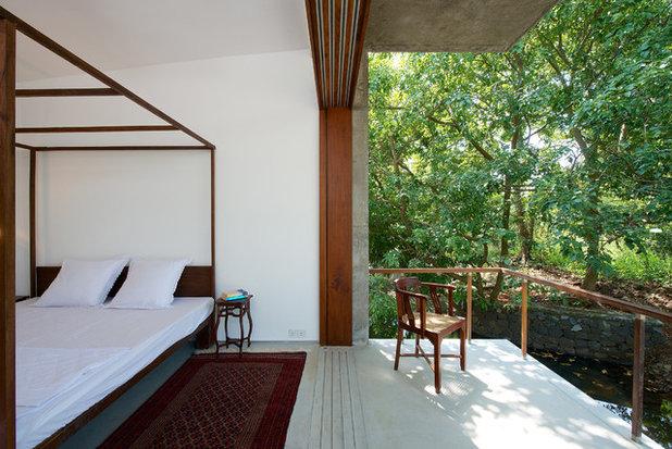 Contemporary Porch by Architecture BRIO