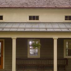 Farmhouse Porch by JAMES DIXON ARCHITECT PC