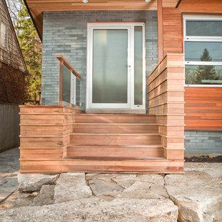 Idee per un piccolo portico minimalista davanti casa con pedane