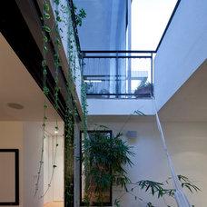 Asian Porch by itamar landscape design