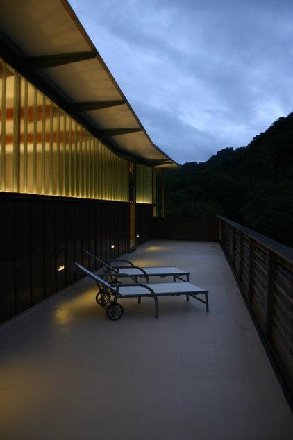 Contemporary Porch by Fougeron Architecture FAIA
