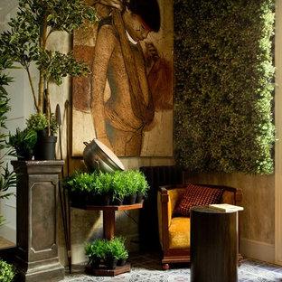 Cette photo montre un porche avec un mur végétal méditerranéen.