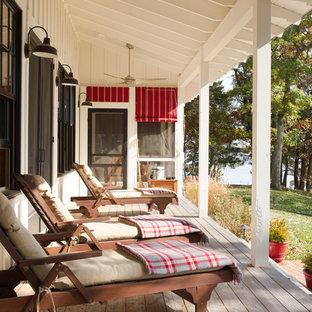 Ejemplo de terraza campestre, de tamaño medio, en anexo de casas, con entablado