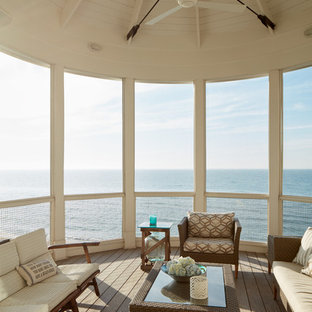 Coastal screened-in porch idea in Chicago with decking