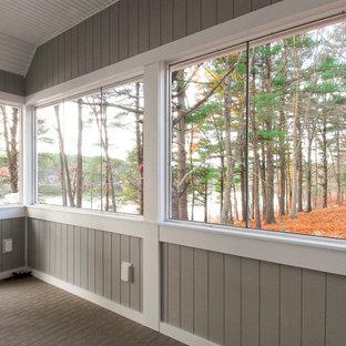 Foto di un portico american style di medie dimensioni e nel cortile laterale con pedane e un tetto a sbalzo