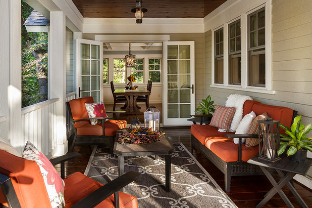 Traditional Porch by Fluidesign Studio