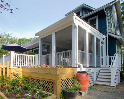 imagen de porche cerrado campestre grande en patio trasero y anexo de casas