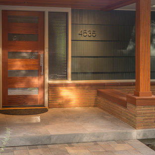 Inspiration for a small 1960s front porch remodel in Portland